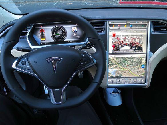 Der Innenraum eines Tesla Model S